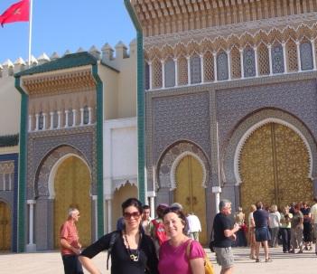Ana Sofia (de preto) iniciando a visita em Fez